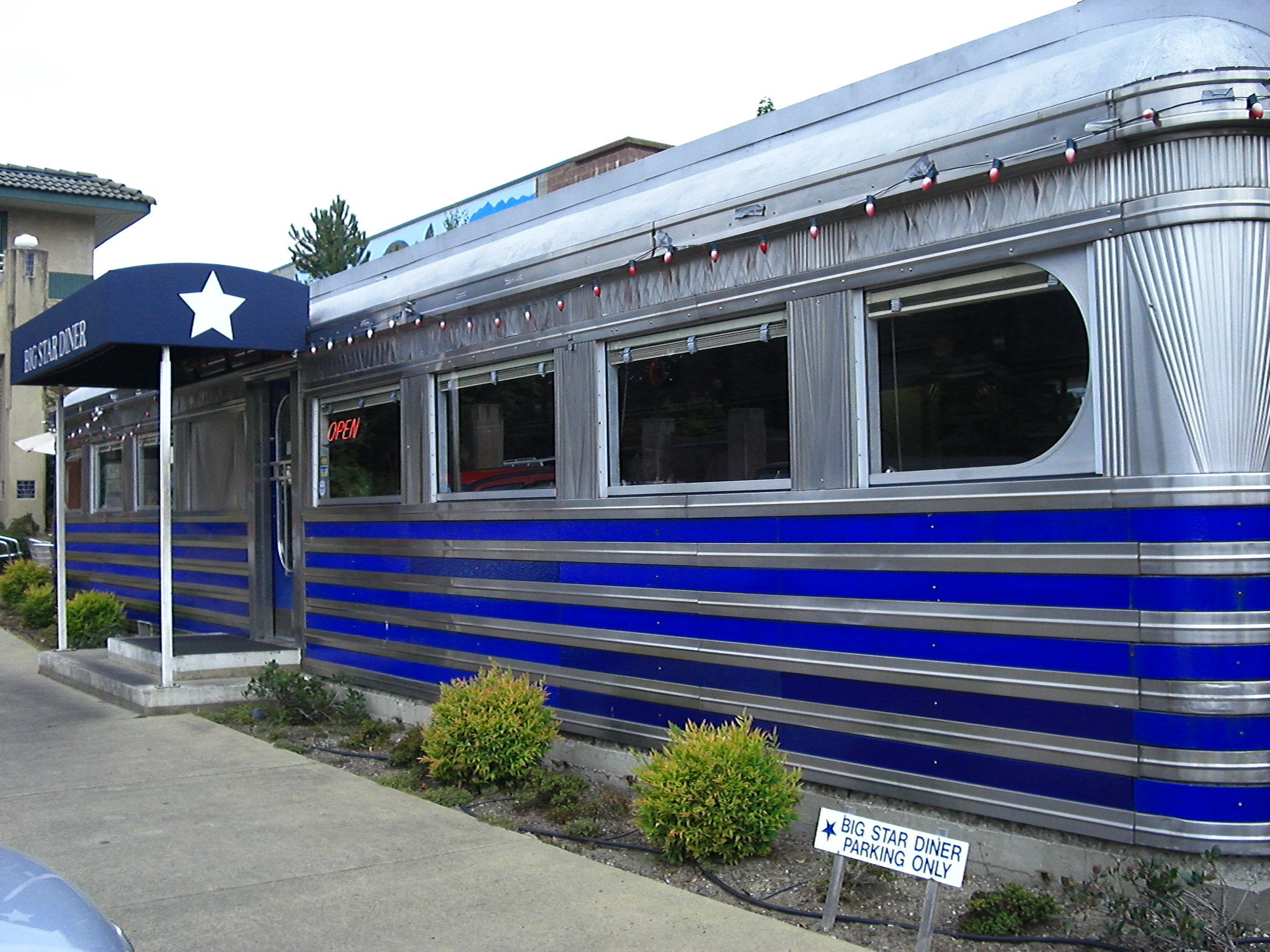 Side view Big Star Diner Bainbridge Island or is it Richie's 305 Diner now